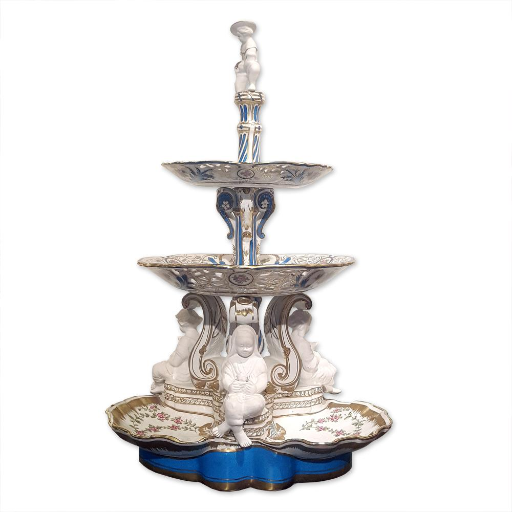 Фарфоровая трехъярусная десертная ваза