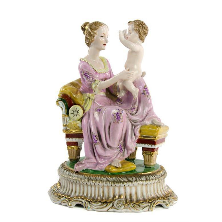 """Фарфоровая статуэтка """"Мать и сын на диване"""""""
