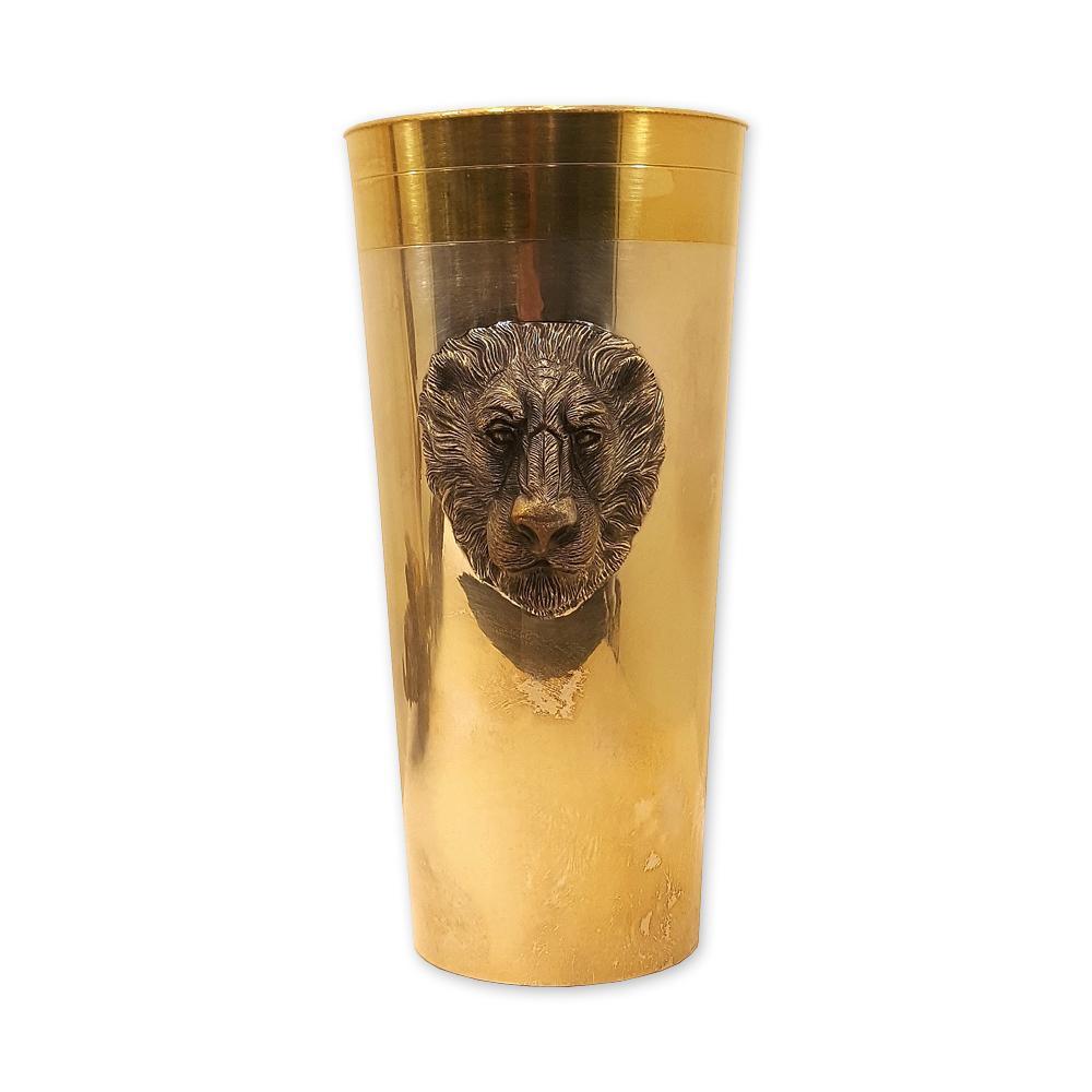Серебряный стакан с изображением льва