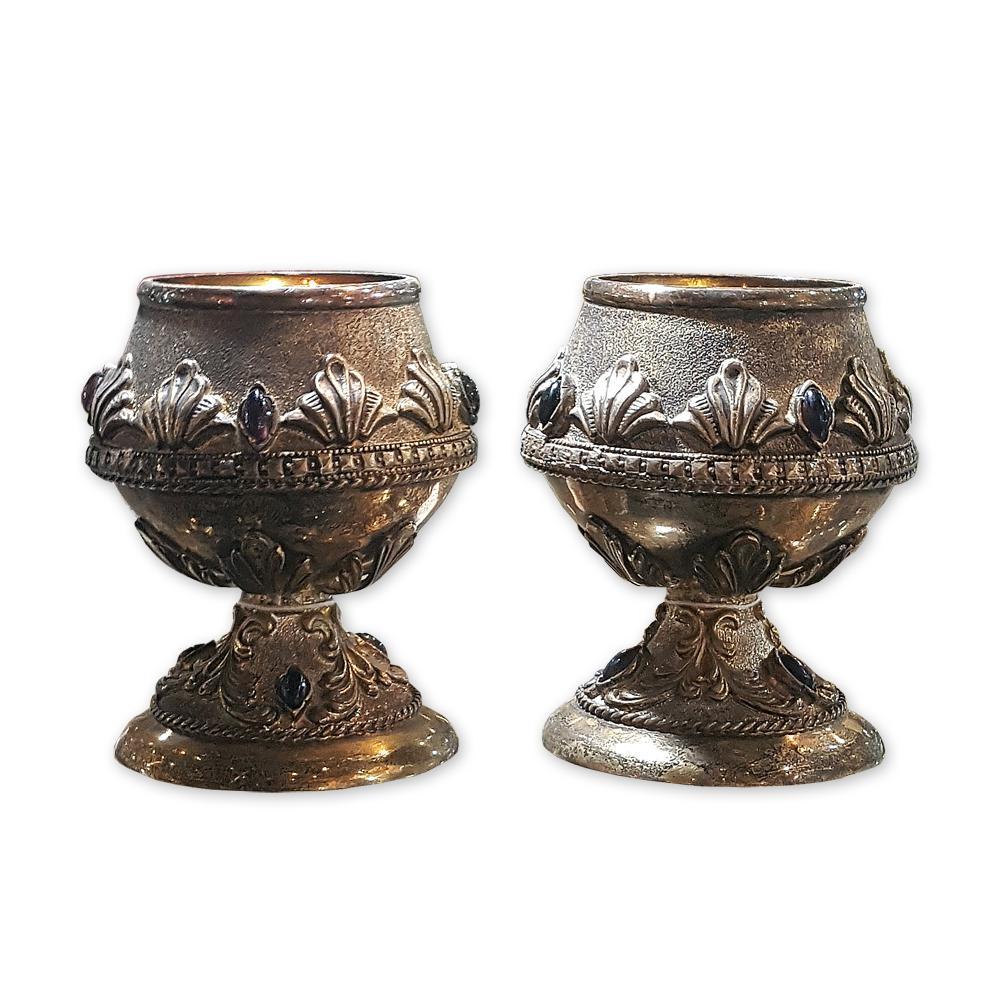 Два серебряных бокала