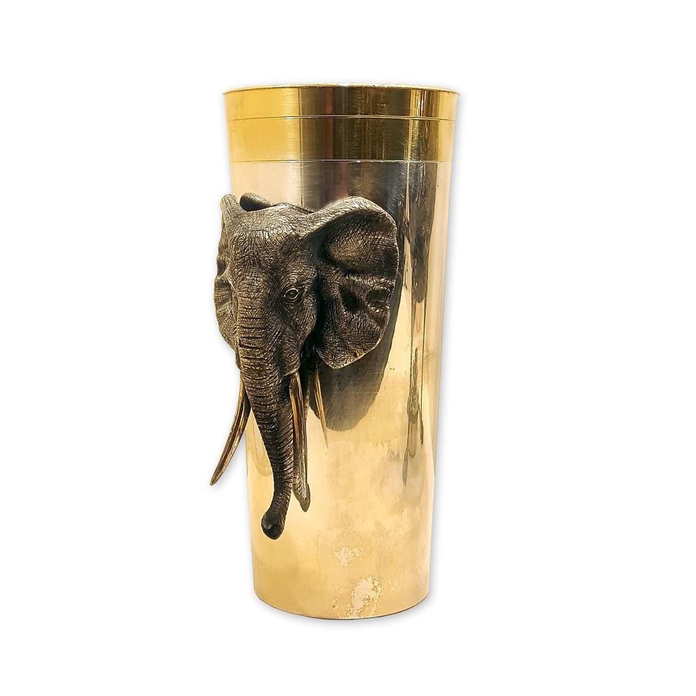 Серебряный стакан с изображением слона